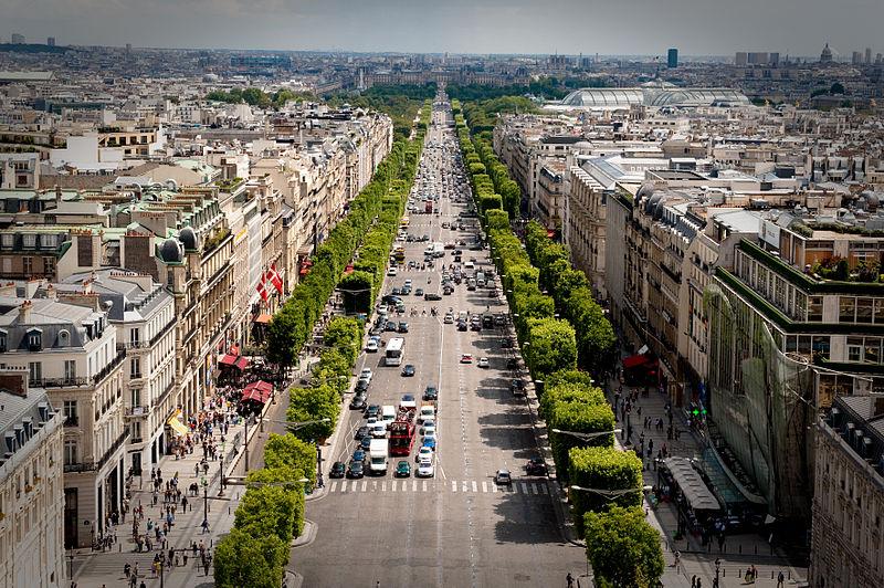 2CV Paris Tour : Visiter Paris en 2CV! Les Champs-Elysées