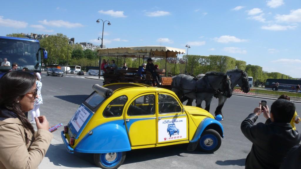 2CVParisTour : Visitez Paris en 2CV! La 2CV et deux chevaux