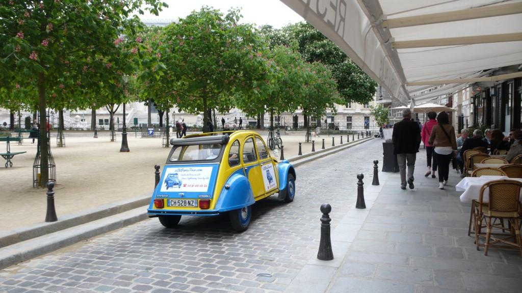 2CVParisTour : Balades en 2CV à Paris! Un café sur la place?