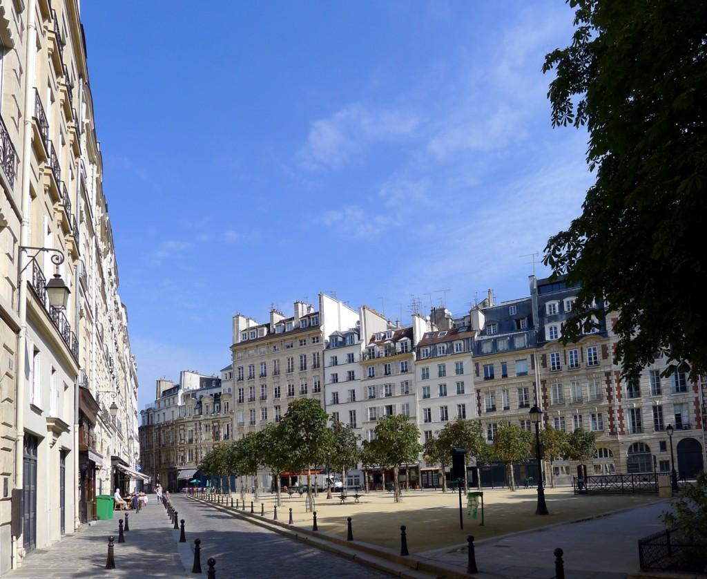 2CVParisTour : Visiter Paris en 2CV! La Place Dauphine